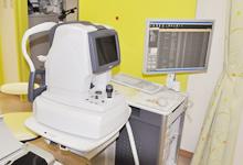 網膜の断層撮影を行うことができる、最新機器